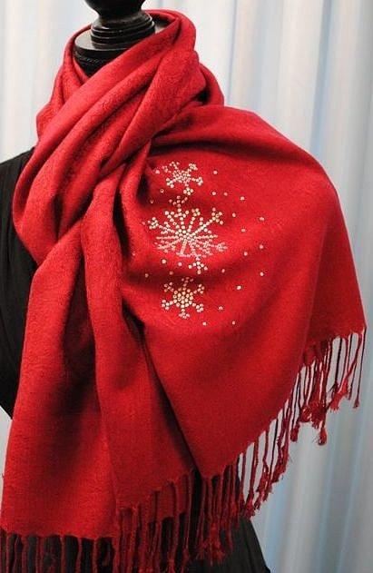 Снежинки изстраз на шарфе
